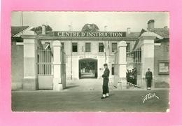 NIORT  -  Entrée De La Caserne Duguesclin. Centre D'instruction, Petite Animation. Années 50 - Niort