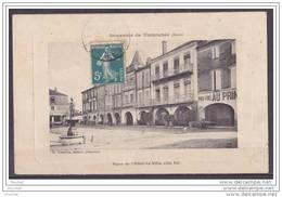 32) Souvenir De Fleurance.- (Gers) Place De L´Hôtel De Ville, Côté Est - Fleurance