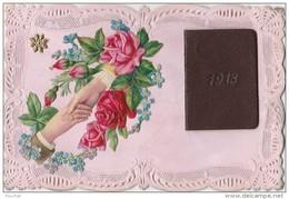 N21- CARTE AJOUREE AVEC PETIT ALMANACH DE 1913 -+ AJOUTIS  DE DECOUPIS MAINS AVEC FLEURS ROSES - (3 SCANS) - New Year