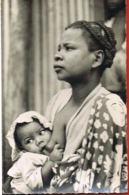 MADAGASCAR --Femme Betsimisaraka Donnant Le Sein à Son Bébé-- Scans Recto Verso- Paypal Sans Frais - Madagaskar