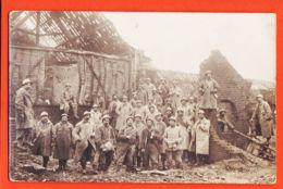 Nw865 Carte-Photo Groupe De Poilus Au Milieu De Destructions De Guerre 1914-1918 Maison Détruite Ruine CpaWW1 - Guerra 1914-18