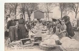 Langon ( Gironde) Le Lavoir Du Puits Artésien , Lavandières / Laveuses Au Travail , Gros Plan - Langon