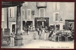 Veynes Place Adrien-Ruelle  Animée Fontaine épicerie Platel * Hautes Alpes 05400 * Arrondissement De Gap - Francia