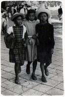 Photo Originale Scolaire, Retour De Classe De 3 Jeunes Péruviennes Vers 1940/50 - Anonymous Persons
