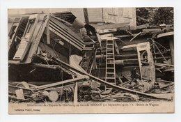 - CPA Gare De BERNAY (27) - Déraillement De L'Express De Cherbourg (10 Septembre 1910) - Débris De Wagons - - Bernay