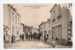- CPA SAINT-JULIEN-DE-CONCELLES (44) - Rue De La Mairie (belle Animation) - Collection Chapeau N° 9 - - France