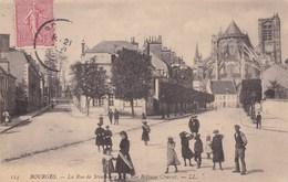 BOURGES LA RUE DE STRASBOURG ET LA RUE BETHUNE (dil437) - Bourges
