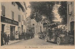 CPA-07-LA LOUVESC-Arrivée De L'autobus-Animée - La Louvesc