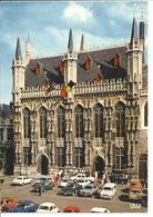 BELGIQUE - BRUGGE - Hôtel De Ville - Voiture : Renault 4 L - Peugeot 504 - Porsche - Opel Rekord - Ford Taunus - Brugge