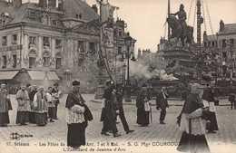Dep 45 , Cpa ORLEANS , 17 , Fetes De Jeanne D'Arc , 7/8 Mai, S.G.Mgr COURCOUX , L'Etendard  De Jeanne D'Arc (16483) - Orleans