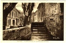 CPA DE AVIGNON  (VAUCLUSE)  LA RUE PITTORESQUE DES TEINTURIERS (DITE DES ROUES) - Avignon