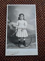 CDV Fillette Avec Cerceau Et Bâton - Photo Bartoli, Lyon - Circa 1880/90 - TBE - Photographs