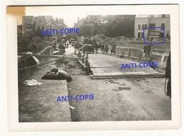 WW2 TOP ! PHOTO ORIGINALE Soldats Allemands à LA ROCHE POSAY 1940 Près Chatellerault Poitiers 86 VIENNE - 1939-45