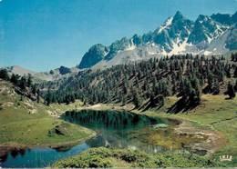 Le Queyras Le Lac Des Pres Sebeyrand Dominé Par La Crete De Veyres Et Le Pic Des Heuvieres   CPM Ou CPSM - Francia