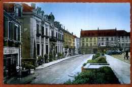 71  CPSM Petit Format  MONTCEAU LES MINES   Place De La Gare Et Les Hôtels   1956  Très Bon état - Montceau Les Mines