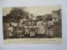 NOUVELLES HEBRIDES  (  MONTMARTRE  )   - MISSIONS  MARISTES  D ' OCEANIE   .....            TTB - Cartes Postales