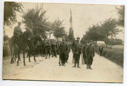 MILITARIA CARTE PHOTO  Fete ?   Passage Militaires Route Présentation Drapeau     D01 2020 - War 1914-18