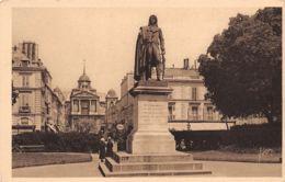 78-VERSAILLES STATUE DE HOCHE -N°T1192-G/0137 - Versailles (Castillo)