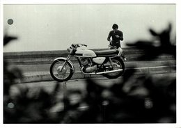 "Kawasaki  +-17cm X 12cm "" Perforada "" Moto MOTOCROSS MOTORCYCLE Douglas J Jackson Archive Of Motorcycles - Altri"
