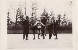 BUZAU / ROMANIA : IARNA LA PATINAJ / PATINAGE En HIVER / WINTER SKATING - CARTE VRAIE PHOTO / REAL PHOTO - 1930 (ad556) - Rumänien