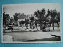 37 - RICHELIEU - CPSM - Place Du Marché - 1951 - Frankrijk