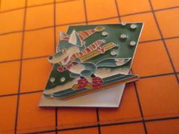 2519 PINS PIN'S / Beau Et Rare : Thème SPORTS / RENARD BLEU AVEC ECHARPE FAISANT DU SKI - Wintersport