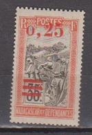 MADAGASCAR       N°  YVERT  :    126 A     NEUF AVEC  CHARNIERES      (  CH  02/13 ) - Madagascar (1889-1960)