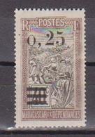 MADAGASCAR       N°  YVERT  :    127    NEUF AVEC  CHARNIERES      (  CH  02/13 ) - Nuevos