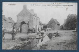 OMONVILLE LA ROGUE - La Place Du Village - Otros Municipios