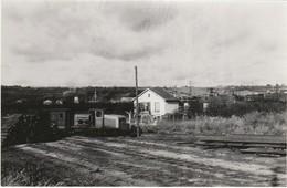 Photo Train Wagon Ligne Des CFD Locotracteur Travaux Vers Gare De Montereau Des Années 60 - Trains