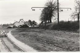 Photo Train Wagon Ligne Des CFD Travaux En Gare De Montereau Autorail Des Années 60 - Trains