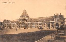 Tournai - La Gare Avec Calèches Et Tram à Vapeur - Tournai