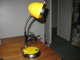 LAMPE DE BUREAU JAUNE   H 36 Cm , Diamètre De La Base 13,5 Cm - Luminaires