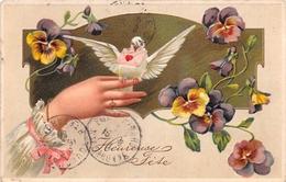 CPA Fantaisie Gaufrée -  Fleurs - Main - Colombes - Heureuse Fête - Fêtes - Voeux
