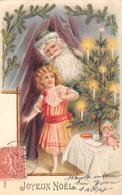 CPA Fantaisie Gaufrée - Joyeux Noël - Père Noël - Sapin - Fillette - Santa Claus - (style Viennoise) - Santa Claus