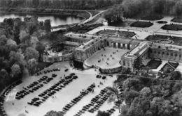 Versailles (78) - En Avion Sur Le Palais Du Grand Trianon Et à Gauche Le Petit Canal - Versailles