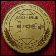 ESPACE USA CCCP FIRST DOCKING 1975 URSS NASA 59mm Metal SOYUZ APOLLO MEDAILLE - Fichas Y Medallas