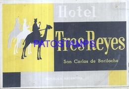 128155 ARGENTINA RIO NEGRO SAN CARLOS DE BARILOCHE PUBLICITY HOTEL TRES REYES LUGGAGE NO POSTAL POSTCARD - Hotelaufkleber