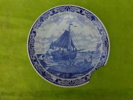 Grand Plat  DELFT A Restaurer Decor Bateau - Ceramics & Pottery