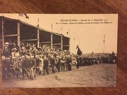 SEDAN-FLOING Journée Du 1° Sept 1910-Sur Le Plateau-Devant Les Tribunes, Arrivée Du Cortège Et Des Délégations - Sedan