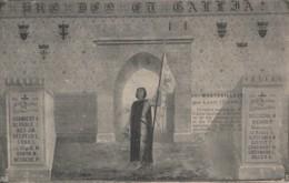 82) MONTGAILLARD PAR LAVIT (TARN ET GARONNE) PEINTURE MURALE DE L'ABBE DUILHE A LA GLOIRE DE JEANNE D'ARC - (2 SCANS) - Autres Communes