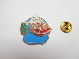 Beau Pin's En Relief , Canoë , Zodiac , Rafting - Canoa