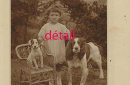 JAPON-photo Cartonnée- Petite Japonaise Et Ses Chiens Dans Un Jardin-photo Miharu à SAPORO -14 X 23cm - Old (before 1900)