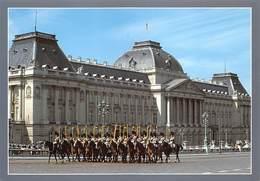 Gendarmerie Rijkswacht Federale Politie Koninklijke Escorte En Het Paleis Grote Postkaart 12 X 17 Cm Barry 4708 - Belgique