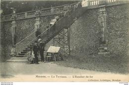 WW 92 MEUDON. L'Escalier De Fer Sur La Terrasse Impeccable Et Vierge - Meudon