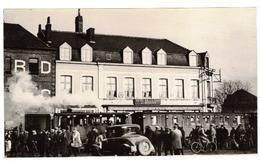 """Photo Béthune (62) - Train """"Maria"""" Devant L'Hôtel Bernard, Place De La Gare. - Eisenbahnen"""