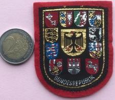 (4) Blazoenen - Emblemen - Bundesrepublik - Textiel - Blazoenen (textiel)
