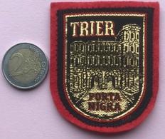 (9) Blazoenen - Emblemen - Trier - Textiel - Blazoenen (textiel)