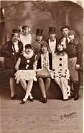 Rare Carte Photo Groupe De Jeunes Gens Déguisés - Photographie
