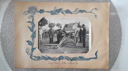 PHOTO ANCIENNE ENCASTREE DANS PAGE D'ALBUM - SAINT LEGER SOUS BEUVRAY 71 SAONE ET LOIRE - ARTILLEURS - CANON - - Places